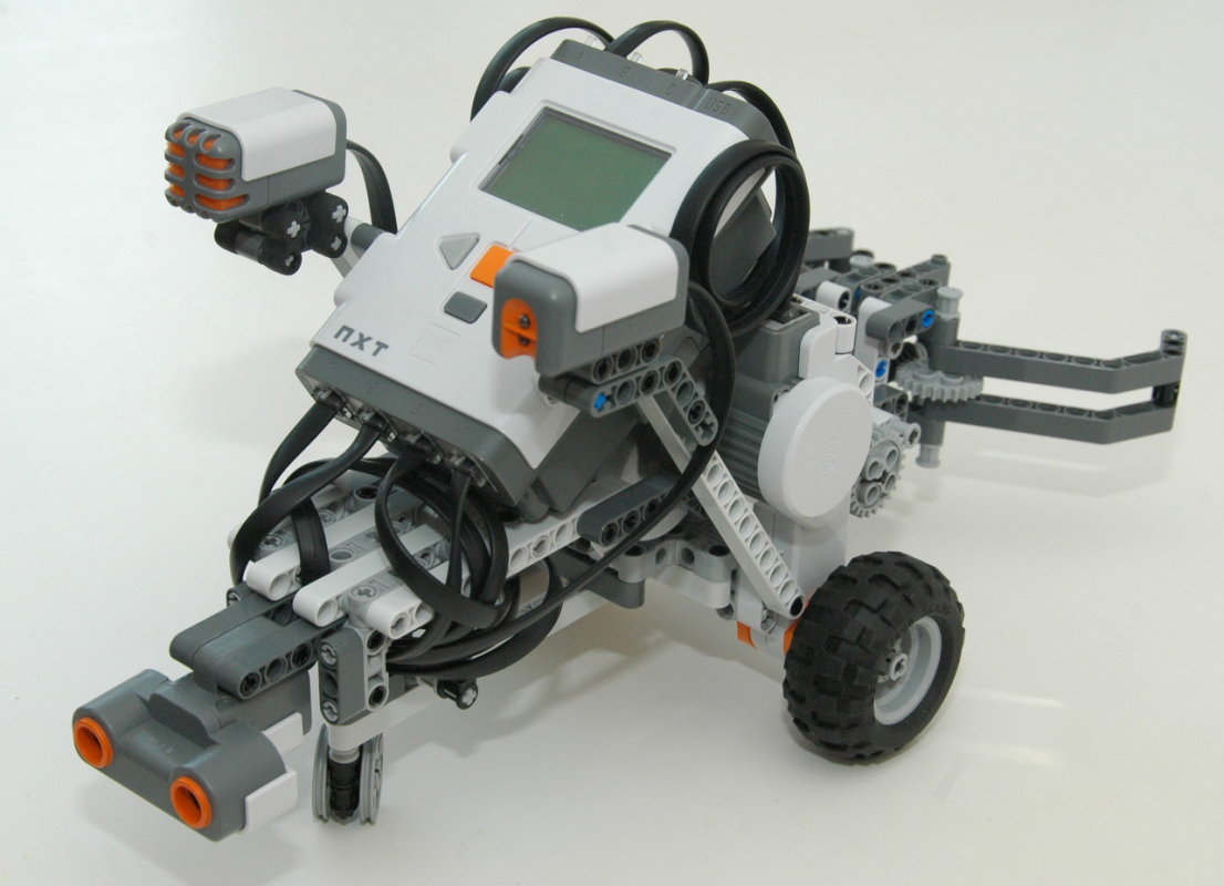 LEGO MINDSTORMS NXT GrabBot Find Grab Lift and Move