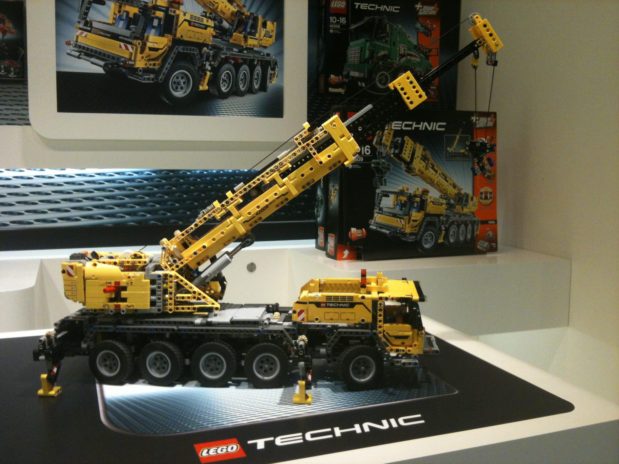 New Crane Is The Biggest Technic Set Ever Robotsquare